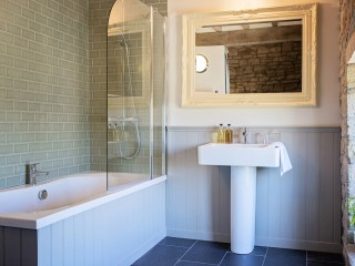 The Old Mill – Master Ensuite