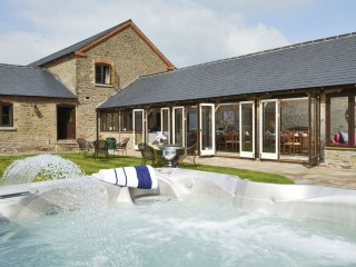 The Old Mill – Hot Tub Courtyard