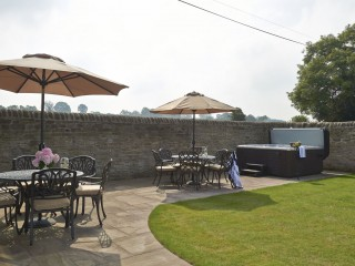 The Old Byre – Hot Tub
